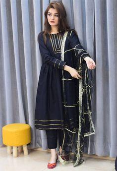 Party Wear Indian Dresses, Pakistani Fashion Party Wear, Indian Fashion Dresses, Dress Indian Style, Indian Designer Outfits, Designer Dresses, Fancy Dress Design, Girls Frock Design, Stylish Dress Designs