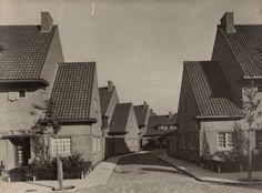 Nederland bouwt in baksteen - Architectuur.nl G. Versteeg. Landbouwstraat en Schoffelstraat in Betondorp, Oost Watergraafsmeer. 1924-1927