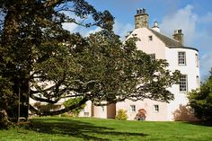 A romantic 16th century pink castle serving as luxury B&B accommodation and intimate wedding venue, close to the beautiful Banffshire Coast.