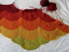 a variation of Aranami Shawl by Olga Buraya-Kefelian Ravelry: zspuns Sunny Afternoon . a variation of Aranami Shawl by Olga Buraya-Kefelian Knitting Stitches, Hand Knitting, Knitting Patterns, Crochet Patterns, Knitted Shawls, Crochet Scarves, Knit Or Crochet, Crochet Shawl, Shawl Patterns