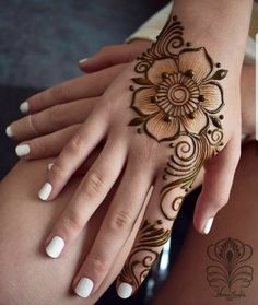 Ephemeral Tattoo - Benefits, Techniques and Trends - henna Pretty Henna Designs, Henna Tattoo Designs Simple, Floral Henna Designs, Finger Henna Designs, Mehndi Designs 2018, Mehndi Designs For Beginners, Mehndi Designs For Fingers, Mehndi Design Images, Mehndi Simple