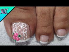 DISEÑO DE UÑAS PARA PIES ROSAS SENCILLAS - ROSES NAIL ART - NLC - YouTube Cute Pedicure Designs, Toe Nail Designs, Cute Pedicures, Pedicure Nails, Nail Color Trends, Nail Colors, Cruise Nails, Feet Nails, Gorgeous Feet