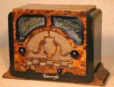 Radios, Vintage Music, Vintage Wood, Lps, Old Time Radio, Record Players, Phonograph, Old Tv, Retro Futurism