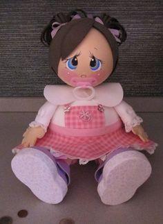 В первой части темы «Что еще сделать из фоамирана?» мы с вами начали говорить о куклах. В этот раз продолжаем раскрывать тему. В Бразилии очень сильно развито направление фоамирановых кукол-малюток, развита тема беременности и материнства. Есть очень милые и красивые работы в детской тематике. Материал благодатный, цвета фоамирана как раз либо кукольно-пастельные, либо мультяшно-яркие.