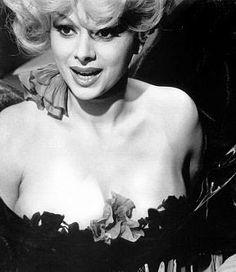 Sandra Milo in Giulietta Degli Spiriti (Fellini, 1965)