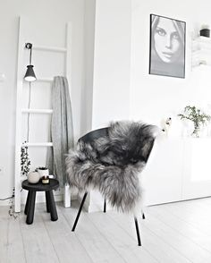 Here are some doable living room decor and interior design tips that will make your home cozy and comfortable for family and friends. Decoration Inspiration, Interior Inspiration, Decor Ideas, Casa Hygge, Interior Styling, Interior Decorating, Decorating Ideas, Monochrome Interior, Interior Modern