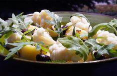 Une jolie salade, économique et pleine de nutriments. La sauce kéfir à la moutarde grains apporte beaucoup de goût. On peut ajouter à cette salade des oeufs durs, dés de jambon ou de saumon, anchois... Potato Salad, Potatoes, Ajouter, Sauce, Ethnic Recipes, Grains, Food, Cauliflower Salad, Ham