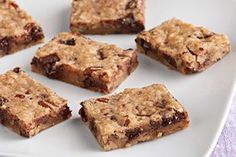 Get in touch with your inner cookie monster and make these Easy Chocolate Chip Cookie Bars. These sweet treats are great for potlucks, parties and Easy Chocolate Chip Cookies, Chocolate Chip Cookie Bars, Chocolate Chip Oatmeal, Chocolate Flavors, Oatmeal Bars, Homemade Chocolate, Dessert Simple, Kraft Recipes, Kraft Foods