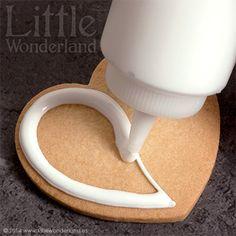 GALLETAS DECORADAS 8: Decoración de una galleta paso a paso Valentines Day Treats, Valentine Cookies, Honey Cookies, Sugar Cookies, Galletas Cookies, Cake Cookies, Cupcakes, Cake Decorating Tutorials, Cookie Decorating
