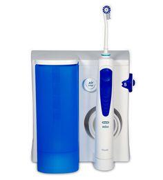 Как самим профессионально почистить зубы? Чтобы обеспечить эффективную гигиену полости рта, зубной пасты и щетки недостаточно. Для очистки труднодоступных участков необходимо использовать ирригатор - современный прибор для ухода за полостью рта. Головка прибора подает струю жидкости из специального резервуара под давлением 4,6 бар. В процессе работы, кроме очищения зубов и межзубных промежутков, происходит массаж десен и языка. Прибор можно приобрести в аптеках.