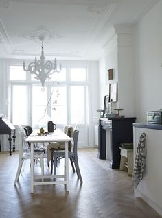 LOVE the room and the Moooi Paper Chandelier, a dream light of mine for several years now. Paper Chandelier, White Chandelier, Herringbone Wooden Floors, Amsterdam Apartment, Grey Floor Tiles, Kitchen Dinning Room, Modern Lighting Design, Interior Design Magazine, Scandinavian Style