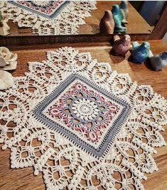 Transcendent Crochet a Solid Granny Square Ideas. Inconceivable Crochet a Solid Granny Square Ideas. Crochet Dollies, Crochet Doily Patterns, Crochet Blocks, Crochet Squares, Thread Crochet, Crochet Motif, Crochet Stitches, Free Crochet, Crochet Borders