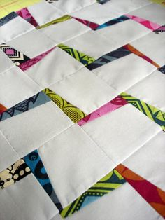Using this technique might make an interesting t shirt quilt. jenn of all trades: Lightning Zigzags {tutorial} Scrappy Quilts, Patchwork Quilting, Easy Quilts, Mini Quilts, Quilting Tutorials, Quilting Projects, Quilting Designs, Sewing Projects, Quilting Ideas