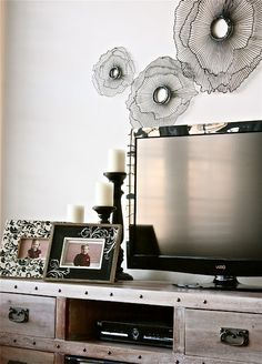 Hmm..this gives me the idea of painting poppies around the tv