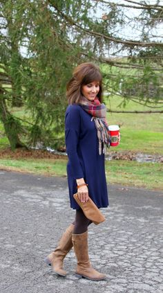 Navy Blue Tunic Outfit details: Simply Madelyn Tunic – Navy (I'm wearing a small)//Brown leggings//Clutch//Watch//Bracelet//Bracele