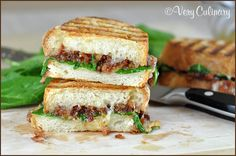 Bacon Jam Panini with Fontina and Spinach. Why have I not made bacon jam yet? Hot Roast Beef Sandwiches, Panini Sandwiches, Wrap Sandwiches, Best Sandwich Recipes, Panini Recipes, Wrap Recipes, Pork Recipes, Bacon Wrapped Chicken Bites, Bacon Jam