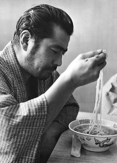 2 of my favorites in this world. The great Toshiro Mifune and ramen. Toshiro Mifune, Geisha, Japanese Film, Japanese Artists, Le Vent Se Leve, Nihon, Old Movies, Japanese Culture, Asian Men