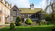 Rufford Old Hall's Tudor Great Hall (National Trust website) English Manor Houses, Castles In England, Old Mansions, Europe, Tudor House, Grand Homes, National Trust, English Countryside, Beautiful Places To Visit