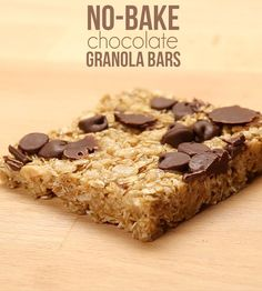 Substitute maple for honey, use dairy free chocolate chips. Get your chewy treat on with these delicious no-bake chocolate chewy granola bars! Just Desserts, Delicious Desserts, Dessert Recipes, Yummy Food, Healthy Treats, Yummy Treats, Sweet Treats, Chocolate Paleo, Chocolate Granola