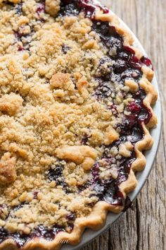 Blueberry Crumble Pie -Sweet blueberries topped with a crispy crumble all baked up in a wonderful summer pie. A must make for your ripe blueberries!