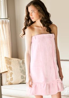 Bella il Fiore's Pink Spa Wrap makes a lovely wedding gift or favor for bridesmaids (SO cute monogrammed too) AND for a bridal shower gift! Available in lots of colors. $38 at bellailfiore.com