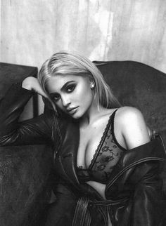 Using sex appeal for monetary gain is the Kardashian way and young Kylie Jenner didn't fall far from the tree. Kylie is using her enhanced natural beauty to Photos Kylie Jenner, Kendall E Kylie Jenner, Estilo Kylie Jenner, Kyle Jenner, Kylie Jenner Style, Kylie Jay, Kim Kardashian, Kardashian Kollection, Kardashian Family