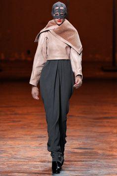 Rick Owens Fall 2012 Ready-to-Wear Fashion Show - Ros Georgiou (Supreme)