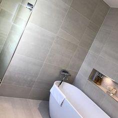 "35 tykkäystä, 2 kommenttia - Westerbergs (@westerbergsbad) Instagramissa: ""Westerbergs Sense från spännande vinkel👌 #westerbergs #badrum #badkar #repost"" Alcove, Tile Floor, Tiles, Bathtub, Flooring, Bathroom, Home, Room Tiles, Standing Bath"