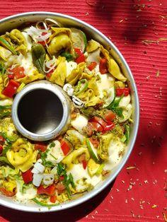 One Pot Rezept: Sommergemüse mit Pesto und Tortellini, überbacken mit Mozzarella aus dem OMNIA Backofen Pesto Genovese, One Pot, International Recipes, Paella, Pasta Salad, Good Food, Ethnic Recipes, Camping, Mozzarella