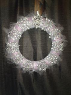 Chic Winter Wonderland Snowflake Wreath