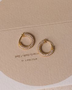 Jewelry Design Earrings, Gold Earrings Designs, Ear Jewelry, Designer Earrings, Cute Jewelry, Bridal Jewelry, Jewelry Accessories, Stud Earrings, Piercing