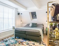 Verbouwd kantoorpand: Van koud en kil naar modern en warm | Stek Magazine binnenkijken Nars, Modern, Trendy Tree