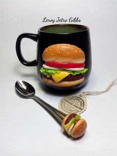 Очень большая, вкусная чашка и ложка. Гамбургер для тех, кто не любит или кому надоело всё сладкое) Объем чашки 620 мл!!! Внутри зелёного цвета, ...