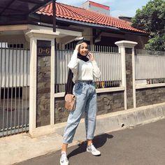 Hijab Fashion Summer, Modern Hijab Fashion, Modesty Fashion, Hijab Fashion Inspiration, Teen Fashion Outfits, Muslim Fashion, Look Fashion, Fashion 101, Street Fashion