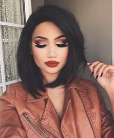 Sophisticated Chic Dramatic Look Winged Eyeliner Idea