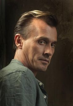 """Robert Lyle Knepper is an American charactor actor best known for his role as Theodore """"T-Bag"""" Bagwell in the FOX drama series Prison Break from 2005 to 2009 . George Clooney, Theodore Bagwell, Prison Break 3, Sarah Wayne Callies, Michael Scofield, Best Villains, Famous Villains, Cw Series, Drama Series"""
