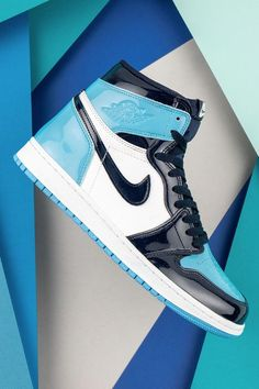 "Would Michael Jordan's basketball career have turned out differently if he hadn't hit the game-winning shot during the NCAA Championship game? Colorways like the Women's Air Jordan 1 ""UNC Patent Leather"" recognize the special time his budding career. Jordan Shoes Girls, Air Jordan Shoes, Girls Shoes, Michael Jordan Shoes, Air Jordan 1 Unc, Jordan Nike, Zapatillas Nike Jordan, Iphone 5c, Men Sneakers"