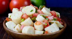 Prepare uma salada de palmito refrescante com outros ingredientes saborosos e nutritivos como essas receitas em nossas sugestões.