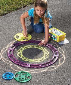 spirographs for sidewalk chalk. I LOVE this. Let's decorate all the sidewalks with kids art.