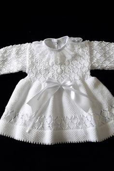 Monte Sião Kids – All Models – Crochet Set - Kindermode Crochet Baby Dress Pattern, Knit Baby Dress, Baby Dress Patterns, Gown Pattern, Baby Cardigan, Kids Knitting Patterns, Knitting For Kids, Knitting Designs, Diy Dress