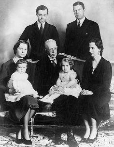 Swedish Royal Family, royalty, family portrait, vintage, history, photograph, photo b/w.