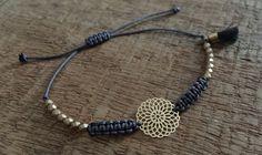 Armbänder - Armband Macramé Perlen Boho Mandala gold - ein Designerstück von saniLou bei DaWanda