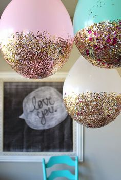 Classy hanging balloons at half the cost of hanging paper lanterns! // #OfficiallyObsessed // jordanjenningsevents.blogspot.com