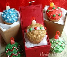 Christmas Inspired Ornaments Cupcakes