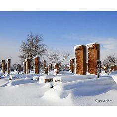 Tarihi Selçuklu Mezarlığı'nda Kış / Ahlat / Bitlis  Fotoğrafı gönderen: Özkan Olcay