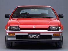 ▲1983年、ホンダCR-Xは半分だけライトが格納されたセミリトラクタブルヘッドライトで登場。このタイプは他にいすゞ ピアッツァが採用していました Honda Crx, Honda Civic, Tuner Cars, Jdm Cars, Automobile, Kei Car, Honda Bikes, Car Posters, Transporter