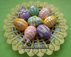 Как крахмалить вязаные пасхальные яйца. Важно: сахарный сироп подходит только для вязаных изделий белого цвета, на цветных нитках он оставляет белые пятна