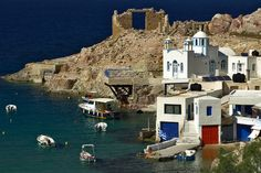 favela of dreams, Source : http://www.trekearth.com/gallery/Europe/Greece/South_Aegean/Kyklades/Milos/photo1219986.htm