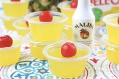 These Pina Colada Jello Shots are so delicious! If you like the usual pina colada drink (it's my favorite!) then these are perfect for you. Pina Colada Jello Shots Recipe, Lemon Jello Shots, Malibu Jello Shots, Margarita Jello Shots, Jello Shot Recipes, Alcohol Drink Recipes, Malibu Rum, Alcoholic Popsicles, Salad Recipes