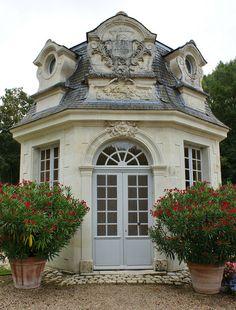 Pavilion de l'audience, Chateau de Villandry. The roof could be simplified by leaving out the large central element.